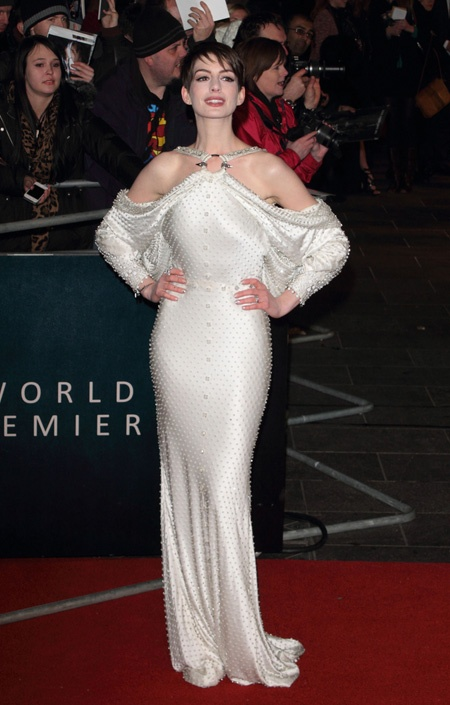 Anne Hathaway in Givenchy Couture