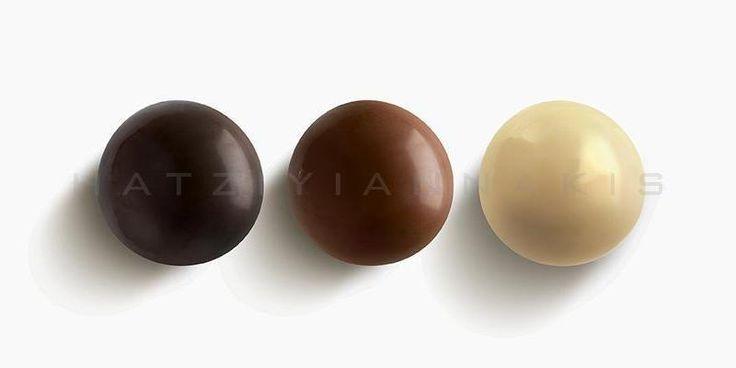 Τραγανός πυρήνας από δημητριακά με επικαλυψη σοκολάτας, σοκολάτας γάλακτος & λευκής σοκολάτας.Συσκευασία:...