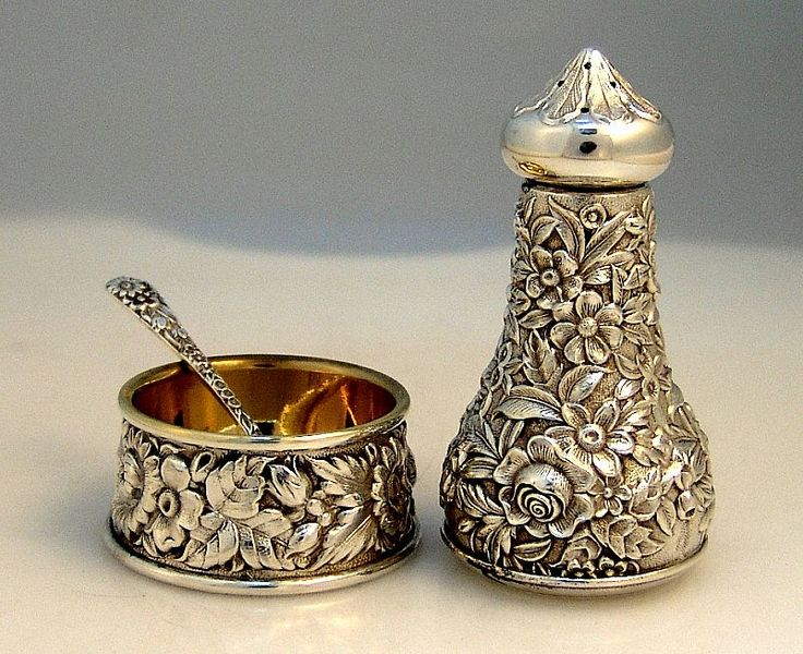 Repousse Open Salt Pepper Shaker and Spoon Kirk & Son 1940, Sterling Silver