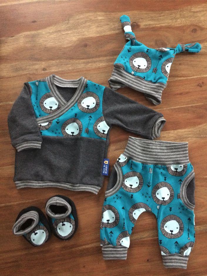 ♡ Schnittmuster Hose CozyPants von Kid5 - Mütze Izy MiniMop von AefflynS - Pullover Trotzkopf von Schnabelina - Schühchen Pantöffelchen von Iwonkas Nähkasten - Nähen - Baby - Newborn - Sewing - Pattern - Löwe - Neugeborene - Babyoutfit - Outfit - Babyjunge - Kliniktasche - Babyhose - Babyschühchen - Babyschuhe