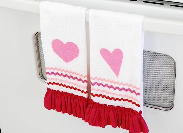 Cute DIY Valentine Kitchen Towels