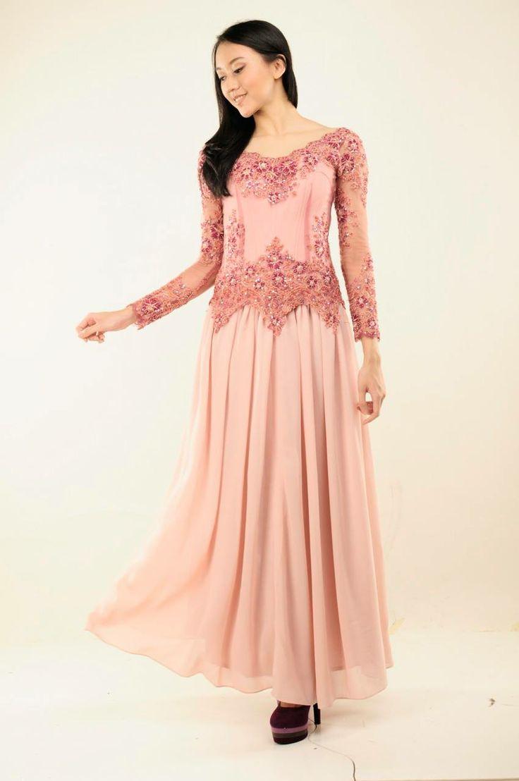 Aurora Dress  Kebaya berpayet dilengkapi dengan bustier bertali dan rok berbahan chiffon.  Rental Price: Rp300.000