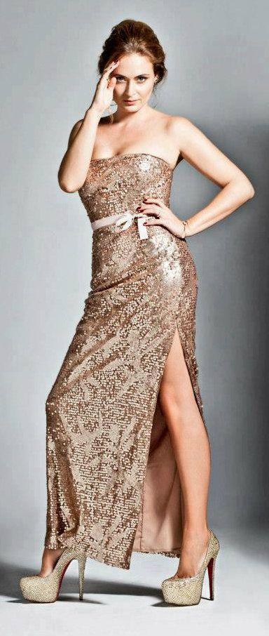 Turkish Actress, Ceyda Düvenci #Fashion #Shoots