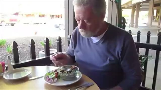 Self-stabilizing technology for people who suffer from Parkinson's and other tremors. The spoon shakes to counteract hand tremors. Video courtesy of www.liftware.com  #Parkinsons #technology #innovation