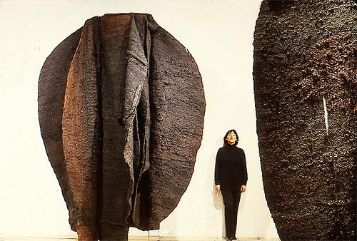 Magdalena Abakanowicz, Artist, Brown Abakans, 1969/1972, sisal weaving, 300 x 300 x 350 cm,  collection of the artist