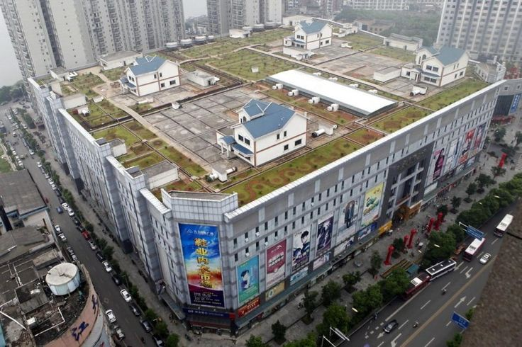 Ingenuity at its best.    5484809-china-contsruction-villas-on-roof
