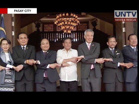 Pagtawag ni Pres. Duterte kay Chinese Pres. Xi Jinping, bahagi ng usapan nila ni Pres. Trump - WATCH VIDEO HERE -> http://dutertenewstoday.com/pagtawag-ni-pres-duterte-kay-chinese-pres-xi-jinping-bahagi-ng-usapan-nila-ni-pres-trump/   Inihayag ni Pangulong Rodrigo Duterte na bahagi ng kanilang naging usapan ni United States President Donald Trump ang ginawa niyang pagtawag kay Chinese President Xi Jinping. For more videos: For News Update, visit:  Check out our official soci