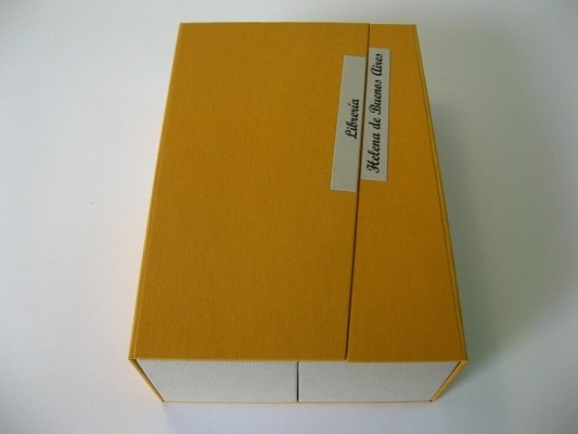 Design box created by Eduardo Tarrico. Catalogues from Anticuarian Library Helena de Buenos Aires. Inside: Canson french paper; Outside: yellow cloth.