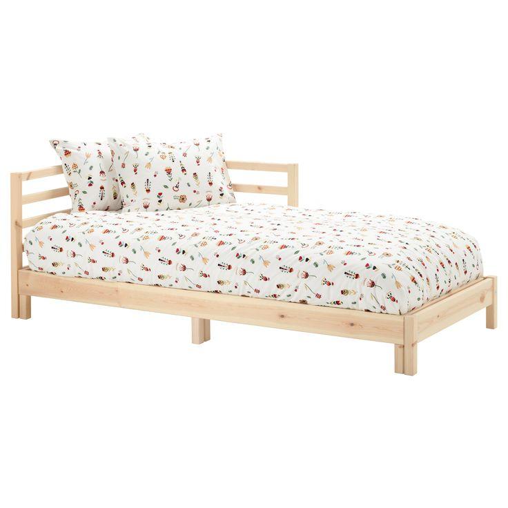 IKEA - TARVA, Leżanka z 2 materacami, sosna/Malfors średnio twardy, , Dwie funkcje w jednej - szezlong w dzień i łóżko w nocy.Oparcie można zamontować z prawej lub z lewej strony leżanki.Surowa sosna to zrównoważony suroweiec o naturalnych różnicah, które każdemu meblowi nadają unikalny wygląd. Zastosowanie lakierobejcy, oleju lub farby pozwoli w prostu sposób zwiększyć trwałość powierzchni i nadać osobisty character.Materac z pianki elastycznej zapewnia wsparcie i komfort dla całego ciała.