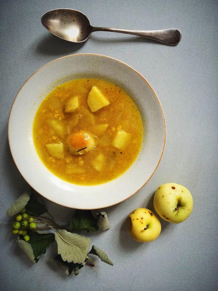 Zupa z kukurydzy, ziemniaków i jabłek
