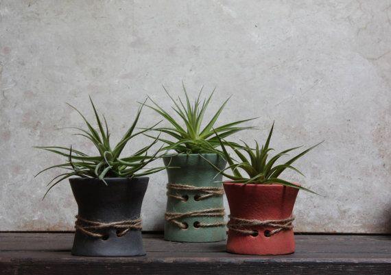 Tre vasi per piante senza radici in ceramica. di NidaCeramiche