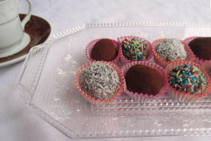Tartufini di cioccolato (ricetta con avanzi di pan di Spagna)