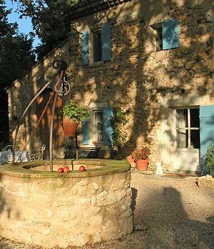 Puits en pierre - Chambre d'hotes Luberon
