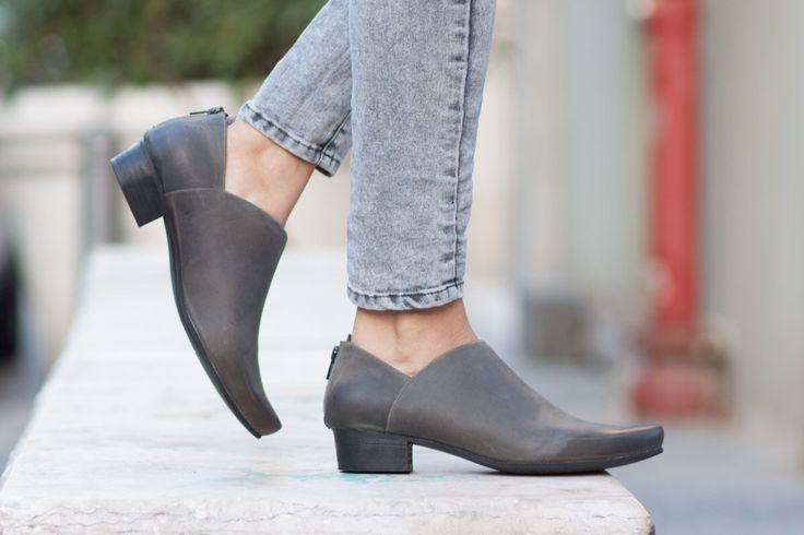 Cuero botas, botines, botas, zapatos de invierno, gratis envío, botas, zapatos de las mujeres de montar de BangiShop en Etsy https://www.etsy.com/es/listing/193451806/cuero-botas-botines-botas-zapatos-de