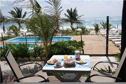Hotel Los Lirios Sfeervolle ?Cabanas?, geheel in lijn met de charme van Tulum. Het hotel is kleinschalig en beschikt over een eigen restaurant met bar. Alle kamers liggen op steenworp afstand van het strand waar u... - See more at: http://vakantienaar.eu/t-Hotel+Los+Lirios/Mexico/Yucatan/Tulum#sthash.4s42WMsh.dpuf