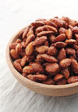Candied Almonds: sweet, simple and healthy snack made by roasting almonds with honey and cinnamon.
