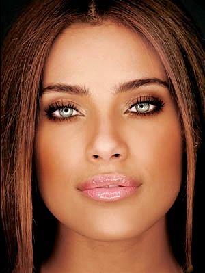 Ildimara da Silva e Silva, mais conhecida como Ildi Silva (Salvador, 8 de outubro de 1982) é uma atriz e modelo brasileira.