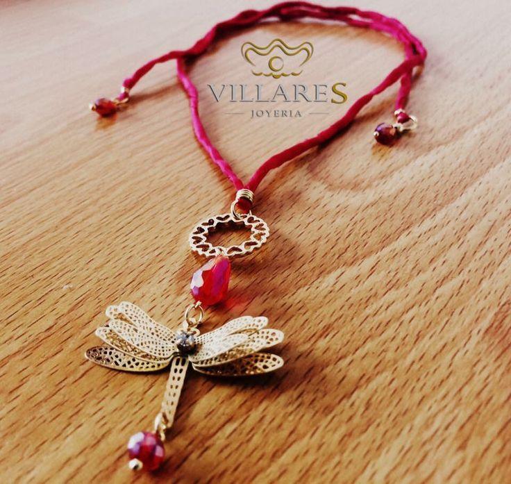 collar de seda con liblula y detalles en chapa de oro de k villares