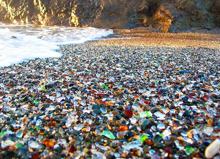 Glass Beach (Glass Beach, Fort Bragg, California, USA).