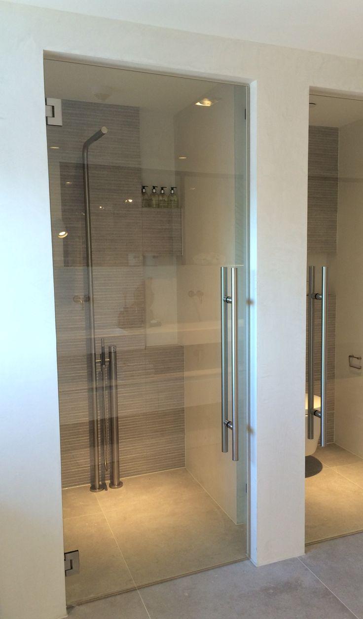25 beste idee n over badkamer douche deuren op pinterest douchedeur en douche deuren - Voorbeeld badkamer italiaanse douche ...
