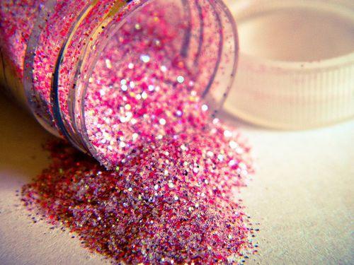 i <3 glitter...especially pink glitter :)