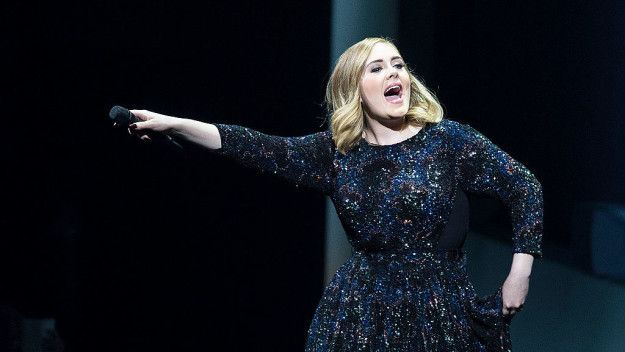 You Need To See Adele Panicking At The Sight Of A Bat In One Of Her Concerts