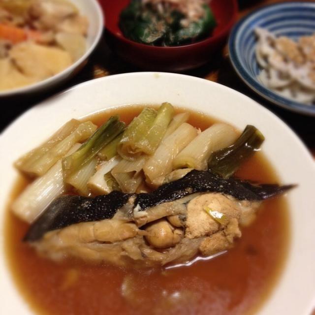 子持ちカレイは甘く煮付けます。 - 3件のもぐもぐ - 浅羽カレイ煮付け、肉じゃが、ほうれん草おひたし、レンコン塩きんぴら。 by raku_dar