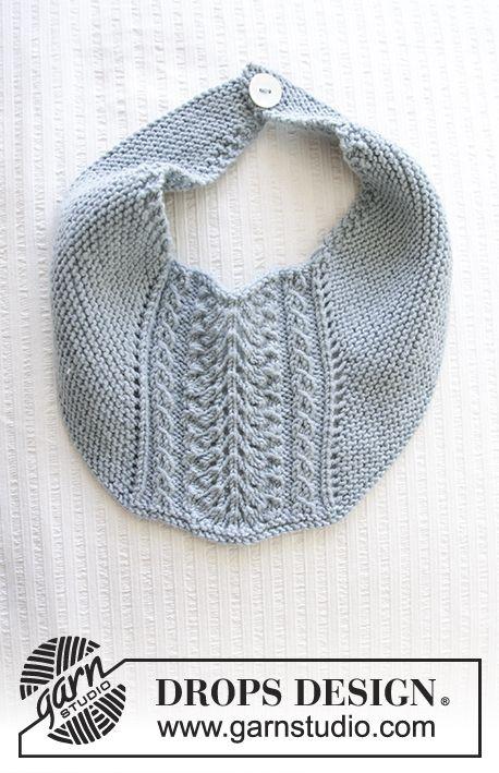 Baby hagesmæk med retstrik og hulmønster. Hagesmækken er strikket i DROPS Baby Merino.