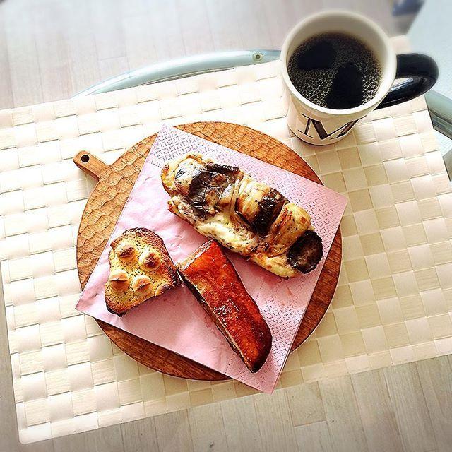 makomakorainbowル・ルソールのパン ココナッツオイルコーヒー おはようございます出張から帰ってきて、おうちのベッドでゆっくり寝て、気持ちのよい日曜日の朝です〜✨ 東京では、美味しいパン屋さんに行くのも楽しみ♬友達オススメの、ル・ルソールというパン屋さんで買ってきた美味しいパンで朝ごはん 火曜日から出張で、冷蔵庫は空っぽフルーツもサラダもない、パンとコーヒーだけの朝ごはんですが、とっても美味しいパンなので大満足〜 よい一日を #朝ごはん #おうちごはん #うつわ #器 #小沢賢一 #カッティングボード #breakfast #foodpic #instafood #onthetable #ココナッツオイル