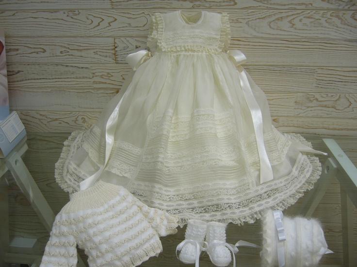 ropa antigua de bebes | Faldón disponible con enagua en beige, rosa y azul en seda natural y ...