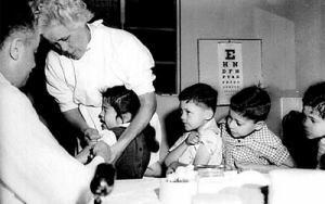 Jane Burgemeister klaagt vaccinproducenten aan op basis van de Verklaring van Helsinki.  Nuremberg Code and Declaration of Helskinki on Vaccines.