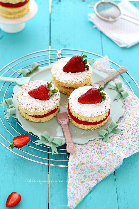 torta-al-limone-con-crema-acqua-fragole