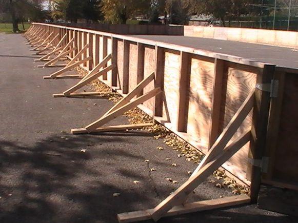 mybackyardicerink.com - How to build wooden boards.