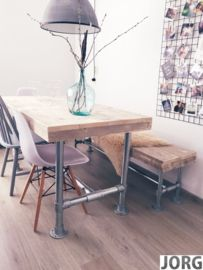 Tafel steigerbuis met een oud steigerhouten blad
