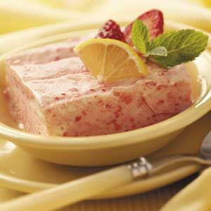 Frosty Lemon-Strawberry Dessert Recipe // This frozen dessert is very easy to make, and it is absolutely delicious and refreshing.  A great summer recipe!