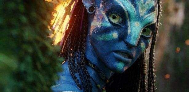 """Um juiz americano ordenounesta quarta-feira (24)que o diretor James Cameron entregue o roteiro de """"Avatar"""" aos advogados de um homem que garante ter sido o autor da história em que se baseia um dos filmes mais rentáveis da história. Em dezembro de 2011, Eric Ryder processou James Cameron e a produtora Lightstorm Entertainment, alegando que …"""