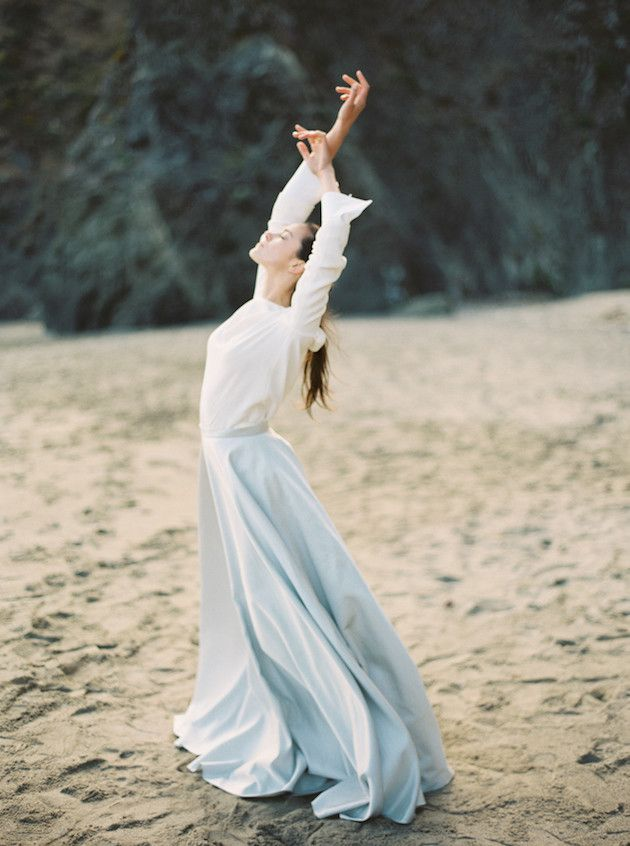 Romantic Beach Bridal Inspiration | Julie Kay Kelly | Erich McVey Workshop | Bridal Musings Wedding Blog