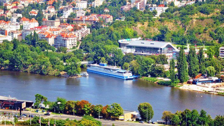 Botel Racek na břehu Vltavy