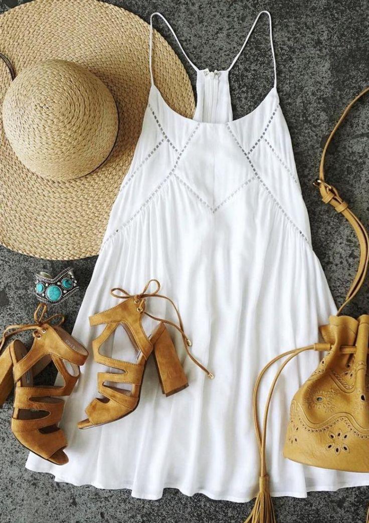 Вопрос 4. На мне белый сарафан и шляпа с широкими полями. Сарафан в пол - моя мечта. С обувью надо что-то делать, на каблуках целый день не проходишь.