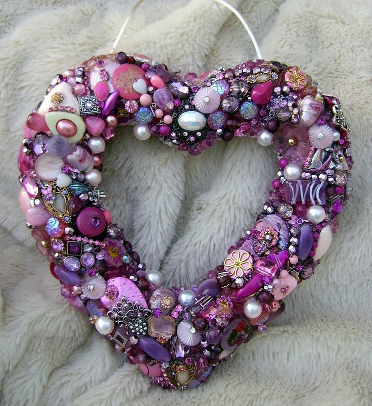 vintage button wreath: Vintage Buttons, Shades Of Purple, Purple Buttons, Vintage Jewels, Heart Wreaths, Buttons Art, Buttons Wreaths, Purple Heart, Buttons Heart