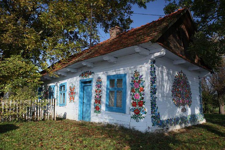 Casas pintadas com flores - Zalipie