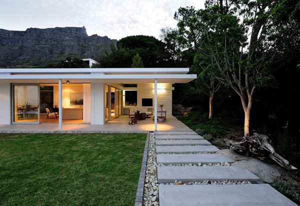 i love everything about this outdoor backyard setting - via peerutin plastolux modern landscape: Around The House, Contemporary House, Capes Town, Step Stones, Architecture, Modern Patio, Modern House, Cape Town, Modern Design
