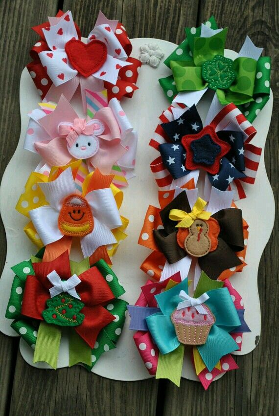 Holiday boutique hair bow set.