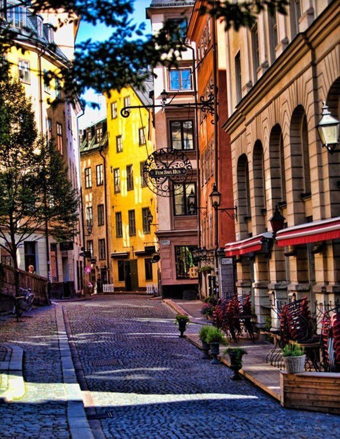 Stockholm, en Suède On enfourche son vélo et on se perd dans les ruelles pavées et colorées de la capitale suédoise...