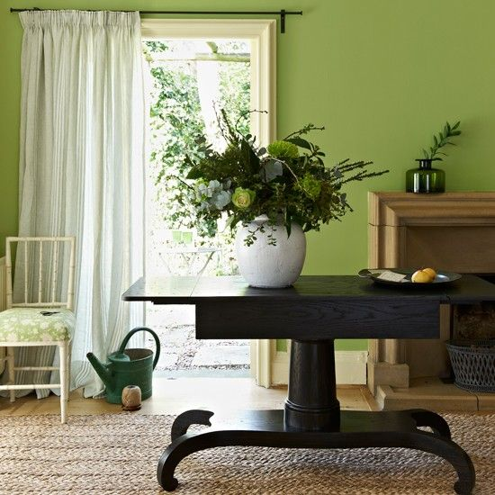 Lime-Green-and-Dark-Wood-Dining-room---Homes-and-Gardens-Housetohome.jpg (550×550)
