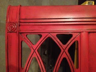Between the Rafters: The New (Tomato) Red Bed - Krylon Tomato red with Martha Stewart coffee black metallic glaze..I woul like to do a piece in this color!