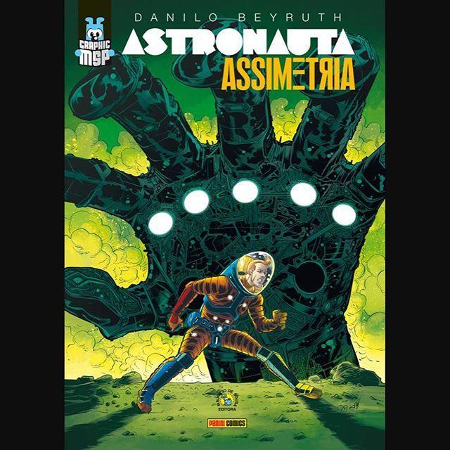 Enfim, a capa de Astronauta – Assimetria, de @necronauta, com cores da @crispeterdigitalcolors! Lançamento da Panini, na @ccxpoficial. Após o evento, o álbum será distribuído em bancas (capa cartonada) e livrarias (capa dura)! E, a partir desta edição, todos os álbuns do selo #GraphicMSP passarão a ter 96 páginas – antes eram 80.
