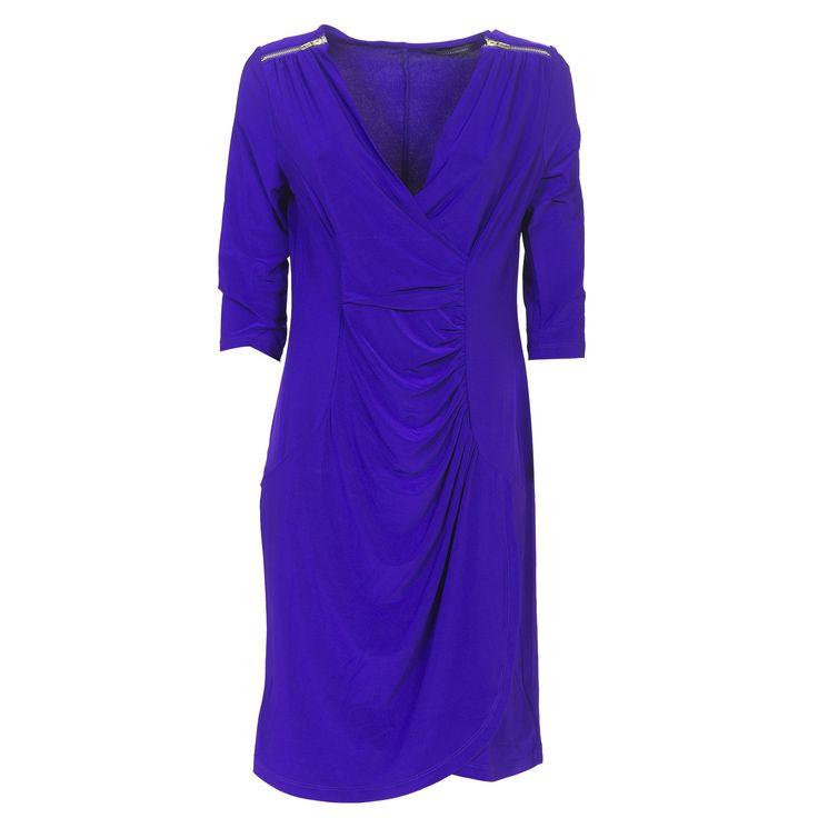 Nina Leonard, abito in jersey opaco elasticizzato a tinta unita, con scollo a V incrociato e drappeggio sul lato.