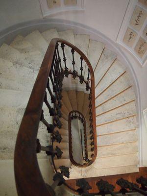 Escalier des chambres d'hôtes à vendre en centre Bergerac en Dordogne