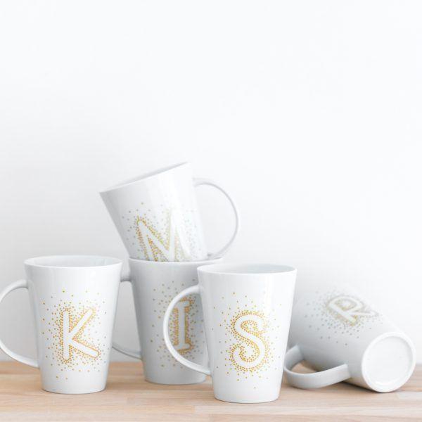 INDIVIDUALISIERBARE Porzellantasse mit deinem Buchstaben • Onlineshop www.prettypott.de #anfangsbuchstabe #geschenk